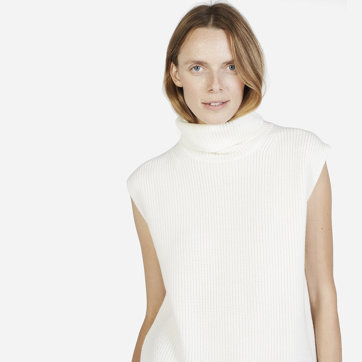 The Chunky Wool Sleeveless Turtleneck - Ivory